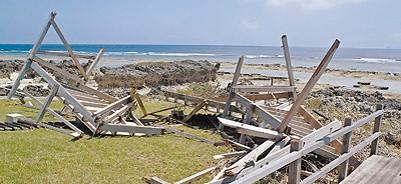 粟国島ナヴィの浜BW損壊